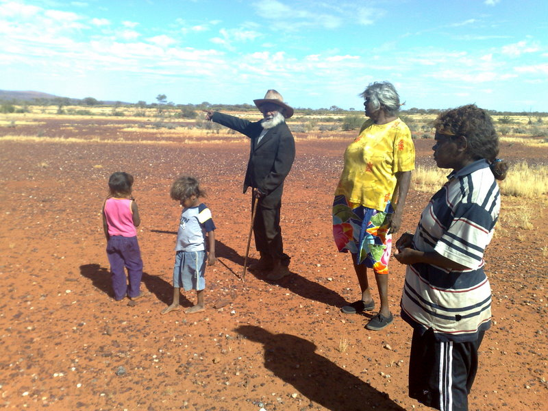 Elders passing on traditional knowledge on Angas Downs